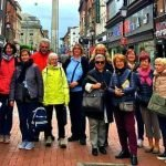 grupo de seniors que quieren aprender inglés en Irlanda