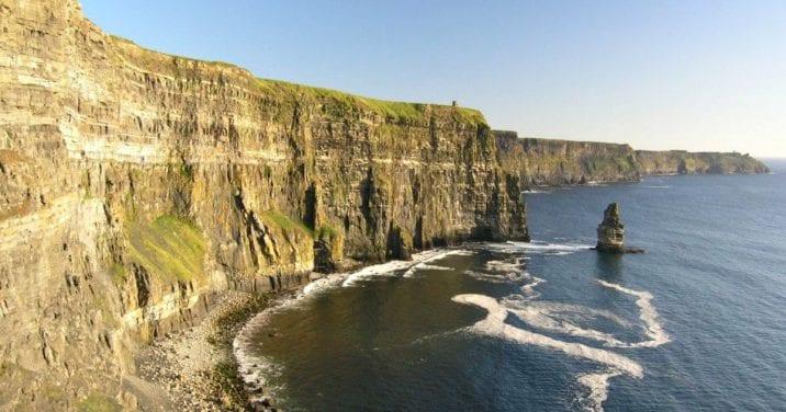 Vistas hasta los acantilados de Moher, Irlanda