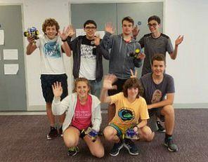 Estudiantes del campamento inglés y robótica