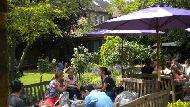 Escuelas de inglés en el extranjero para mayores London 40 +