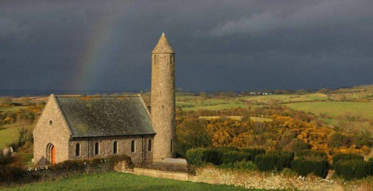 iglesia Saul Church, San Patricio 2021 por el campo de Irlanda