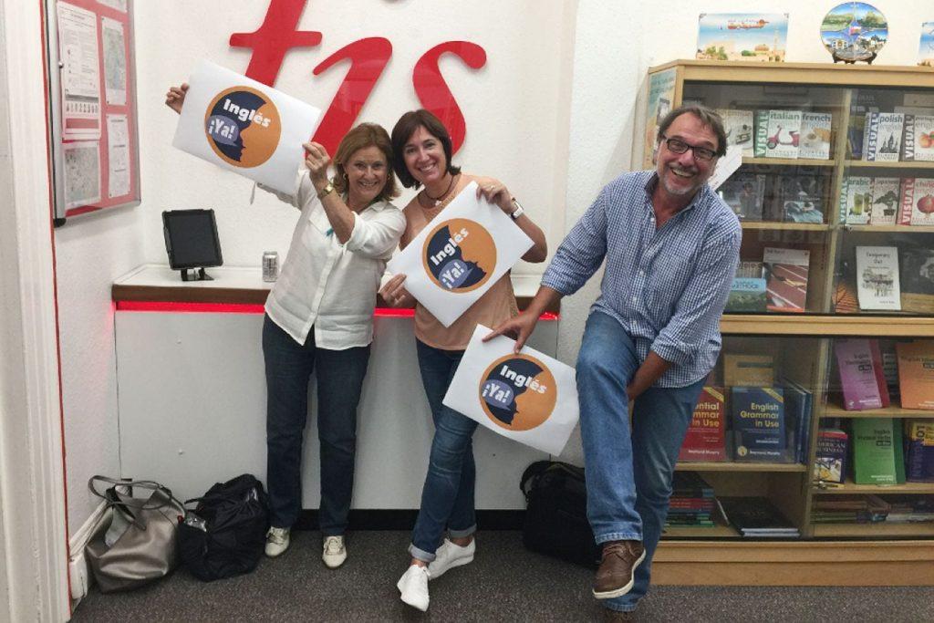 3 estudiantes de Inglés Ya con su logo   Presupuesto personalizado