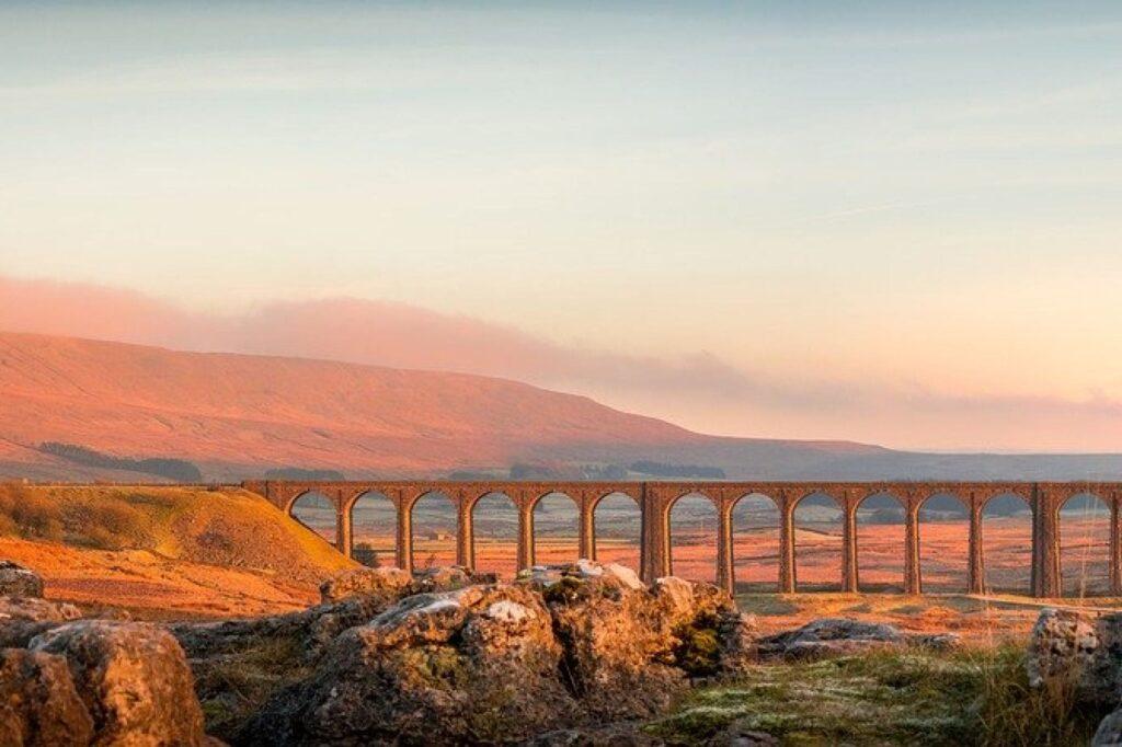 Viaducto que cruza un valle rural en York   Inglés Ya