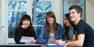 estudiantes en clases de exámenes B1 B2 C1 C2 Cambridge