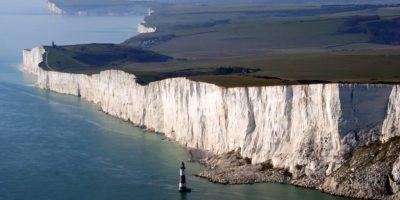 Vista aérea de los acantilados de Beachy Head, Inglaterra   Inglés Ya